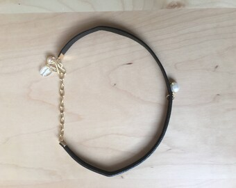 Handmade vegan leather chocker with cultivate pearl