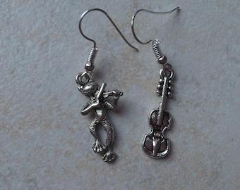 violinist cat earrings
