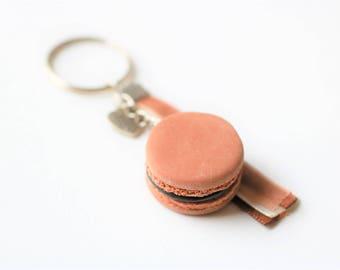 Keychain - realistic chocolate macaroon