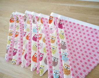Guirlande de 14 fanions en tissu - tissu écru imprimé hiboux roses - tissu blanc imprimé étoiles asanoha roses - Décoration chambre enfant