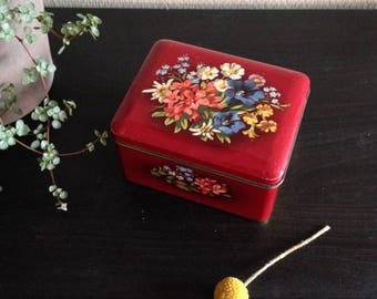 Vintage cake Look of the quay-ruby red with flowers-hinged lid