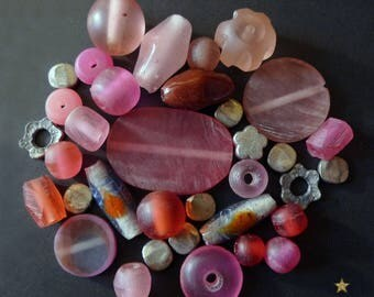 35 Indonesian glass, resin, metal in various shapes beads