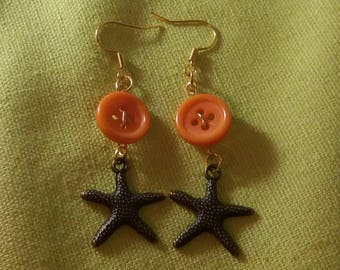 Button and star earrings sea