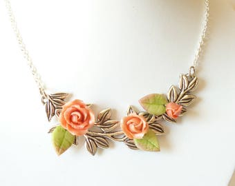 necklace, Garland of leaves and roses.