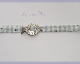 fabric vichy adorned with a fish bracelet