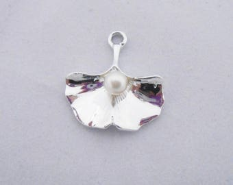 23 x 21 mm silver ginkgo leaf charms. (9075121)