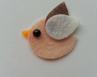 petit oiseau en feutrine dans les tons ivoire et marron    45**35mm