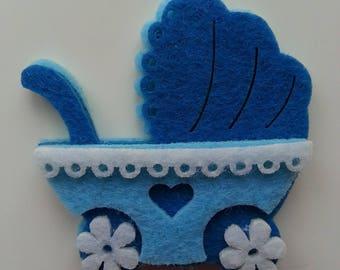 une poussette/ landeau  bébé bleue en feutrine 5cm