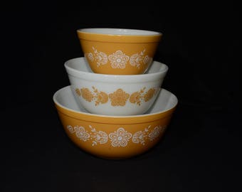 PYREX, Butterfly gold, Set of 3 bowls, 401, 402 and 403, Vintage Pyrex Mixing Bowl Set, 1970s Kitchen, Vintage, Yellow bowl, Floral pattern