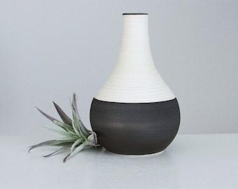 Ceramic Bud Vase Metallic Bronze, Short Groove Vase in Bronze, Modern Porcelain Teardrop Vase