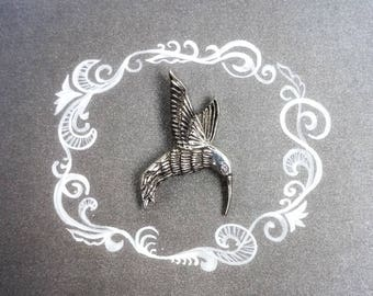 Hummingbird jewelry. Kolibri pin. Sterling silver hummingbird brooch with a cubic zirconia eye