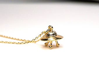 UFO Necklace, UFO Spaceship Necklace, Alien Spaceship Necklace, Gold plated Ufo, Ufo charm Necklace, 3D gold plated ufo, ufo flying disc