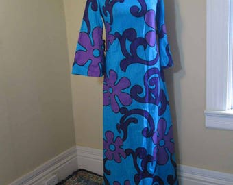 Tiki dress 70s Vintage Purple and Blue Hawaiian Maxi dress Daisy Hawaiian Dress Big sleeves tiny bows 70s Barckcloth Polynesian dress S