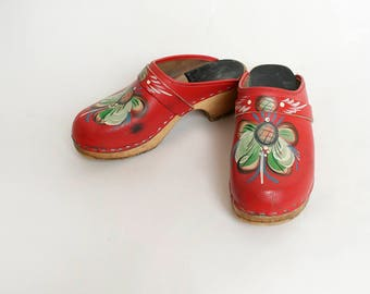 Vintage 1970s Clogs - Hand Painted Holland Dutch Floral Cherry Red Wooden Clogs - Swedish Sweden - Small