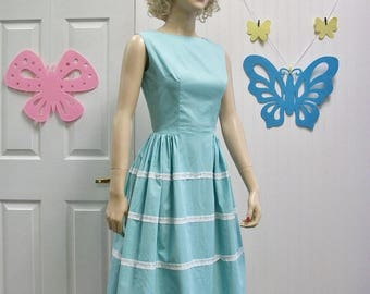 50s 60s Dress . Vintage Aqua Blue Full Skirt Dress with Lace & Bow Trims . XS S