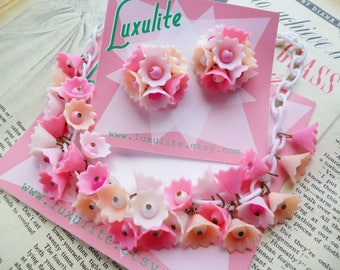 Pink Blossom... 1940s 50s vintage style dainty flowers necklace handmade by Luxulite