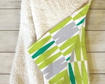 Geometric Sherpa Fleece Throw Blanket // Midcentury Modern Blanket // Dorm Decor // Retro Style // Cozy Blanket // Abacus Design // Green