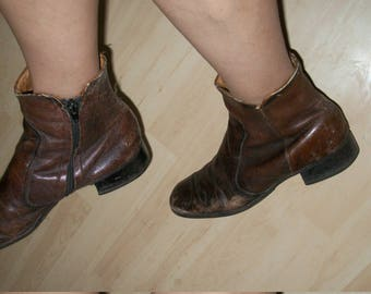 Vintage Authentic 1960s Chelsea Mens Ankle Boots Brown Leather Thrashed Size 8 1/2D Mens 9 1/2M Womens Johnny Depp Cool