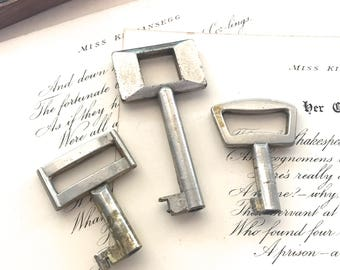 Three (3) Vintage Retro Keys - Unusual Square Design - Silver Toned - Repurpose, Jewellery, Steam Punk, Assemblage and Altered Art Supplies
