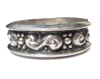 Sterling Silver Taxco Bracelet TH-165 High Relief Design Chunky Bangle Wide Clamper