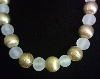 White and Gold 1950s Necklace