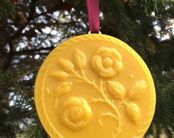 Beeswax Ornament - Roses with buds - 4.25 in wide