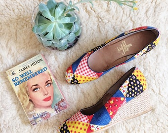 Vintage WEDGE Espadrilles // 70s Patchwork Summer Shoes by John Hogan // Size 7 1/2 Narrow // Red Denim Yellow Patchwork
