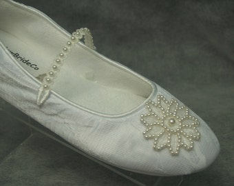 SALE Wedding FLATS Off-white Ivory SHOES Comfortable Vegan with Pearls Flower appliqué shoes - Wedding flats ivory rose, Mary Janes slipper