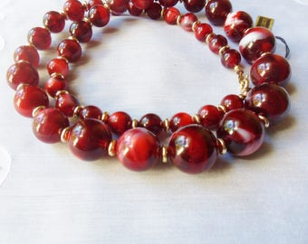 Marbled Cranberry Lucite Bead Necklace with Tag