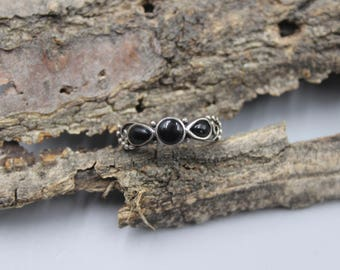 Sterling Silver Ring with Black Onyx Stones Size 7.5 or 7 1/2 Vintage