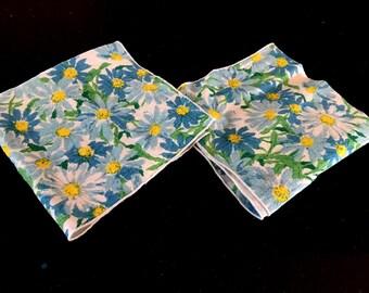 Vintage Blue FLORAL Cloth Napkins / 60s White And Blue Flower Pattern Napkin Set