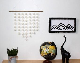 WHITE Wall Hanging, Felt Ball Hanging, Winter Decor, Christmas Decor, Wall Hangings, Felt Balls, Wall Décor, White Felt Balls