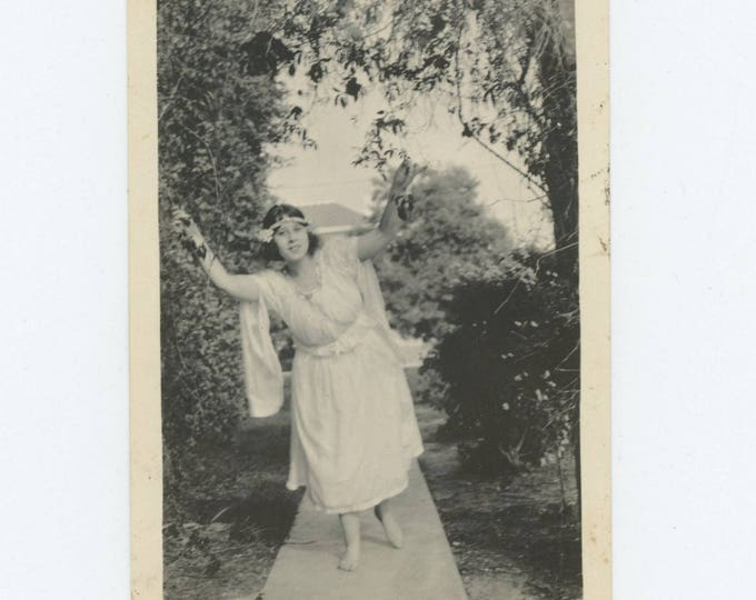 Vintage Snapshot Photo: Garden Nymph, c1920s (78601)