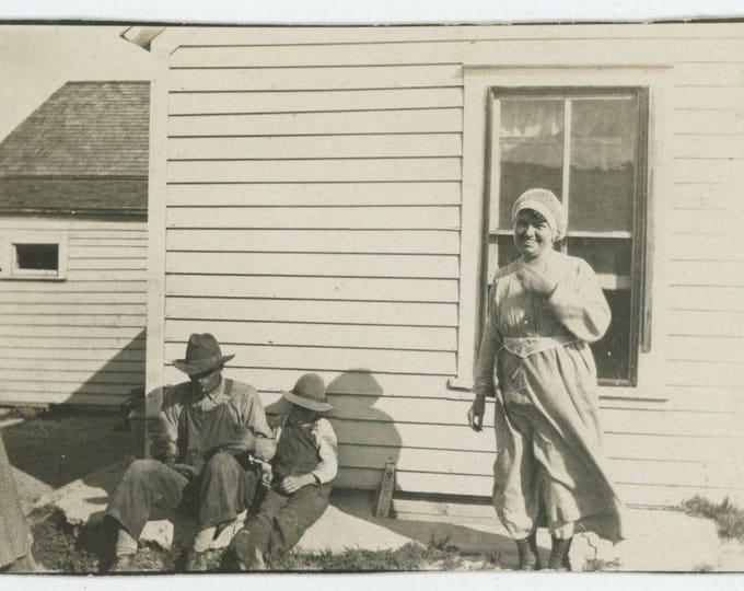 Vintage Snapshot Photo: Family Portrait, c1910s-20s [82652]