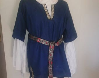 2XL Lord's Tunic in Navy Blue Linen with Black, Gold & Silver Celtic Trim
