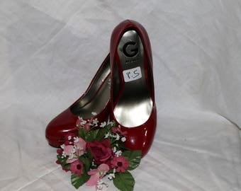 G by Guess Red Faux Patent Leather Pumps - GGWinna - Size 8.5W - Court Shoe - Cone Heel - Gently Worn - 1990s