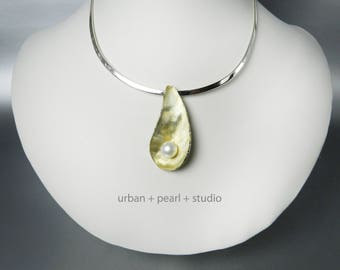 Matte Gold Oyster With Pearl Pendant Gold Seashell Necklace Pearl Necklace Gold Shell Jewelry