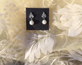 Bridal Earrings, Pearl Earrings, Crystal Earrings, Wedding Earrings, Mother of the Bride, Mother of the groom, Bridesmails