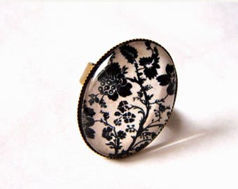 """Oval cabochon """" black flowers on beige bottom """" 2 ring, bronze. Adjustable ring. Retro(rear-view mirror) and smart."""