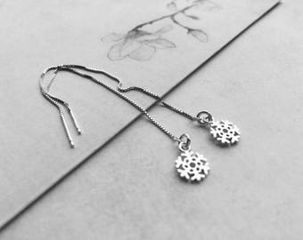 Snowflake snow chains of traversing 925 Sterling Silver earrings. Delicate jewelry / sliding chain / earrings of every day