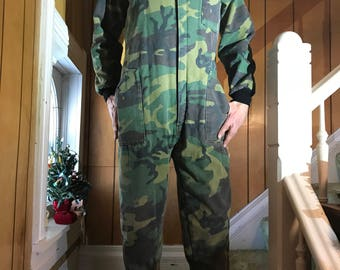 Camouflage Camo Coveralls Insulated Jumpsuit/Medium/Distressed/ Flightsuit Snowsuit/Onesie/Unisex/Outdoors/Camping/Hunting/1970s 80s/Patriot