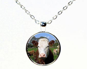 Red and White Hereford Cow Round Pendant Necklace - Cattle Breed Necklace - 4H - FFA - Show Cattle - Cowgirl - Western Wear