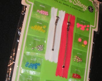 """1969 Barbie & Stacey """"Dress Maker"""" Mattel Fashion Dolls SEWING NOTIONS ~Buttons, Zippers, Buckles, Beads~Sealed Still New on Card~UnUsed"""