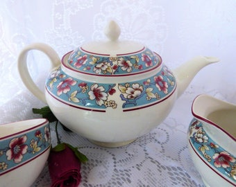 A pretty floral bone china 6 cup teapot. The perfect wedding gift.