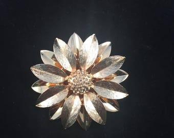 Vintage: Sarah Coventry layered daisy Brooch.