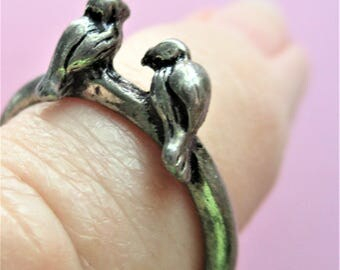 Silver Love Birds Ring Costume Jewelry Ring 2 Love Bird Images on a Plain Silver Band Vintage Birthday Gift for Women Children Girls size 7