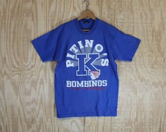 Vintage 1990's 1990 Screen Stars Label Kentucky Wildcats Pitino's Bombinos  Rick Pitino Blue 50/50 T-Shirt  T Shirt M / L