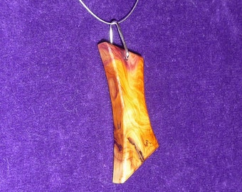 Wooden pendant necklace (yew)