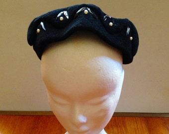Vintage 1950s Black Wool/Felt Calot Hat - Faux Pearls
