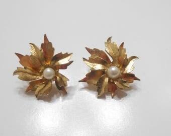 Vintage Emmons Gold Tone Leaf Earrings (7384) Clip Ons